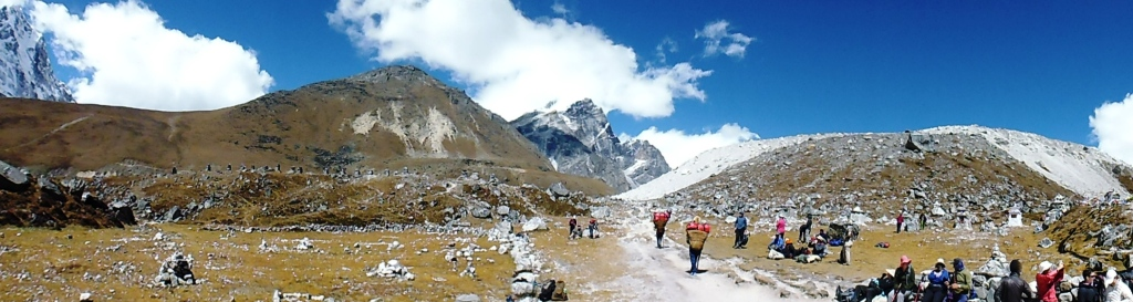 Panaroma of the Trail to Lobuche